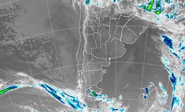 En el recorte de la Imagen Satelital puede apreciarse el predominio de cielos despejados sobre la mayor parte del país.