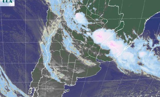 Las coberturas nubosas más desarrolladas impactan sobre un área particularmente sensible a la sobreoferta de lluvias.