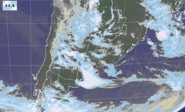 Puede observarse la zona central con abundante nubosidad concentrándose la mayor actividad sobre el centro y sur sureste de Buenos Aires.