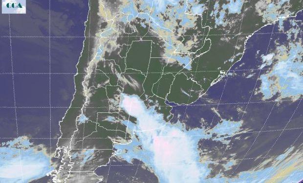 El recorte de la imagen Satelital muestra la posición del sistema frontal desde el este de San Luis y sur de Córdoba hasta el sureste de Buenos Aires.