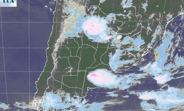 Las zonas donde actualmente no se observan coberturas nubosas son susceptibles de presentar desarrollos con el correr del día.