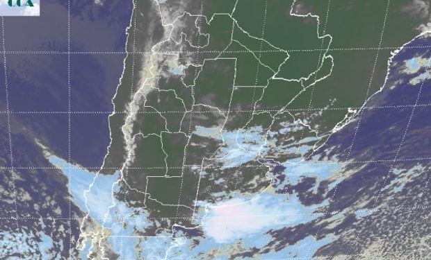 En la foto satelital pude apreciarse la variedad que presenta el despliegue de la nubosidad.