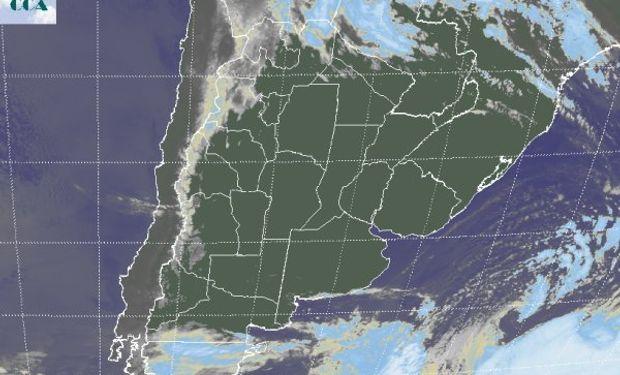 En la imagen satelital se observa, luego de mucho tiempo, una vasta zona donde los cielos despejados se despliegan sin ninguna interrupción.