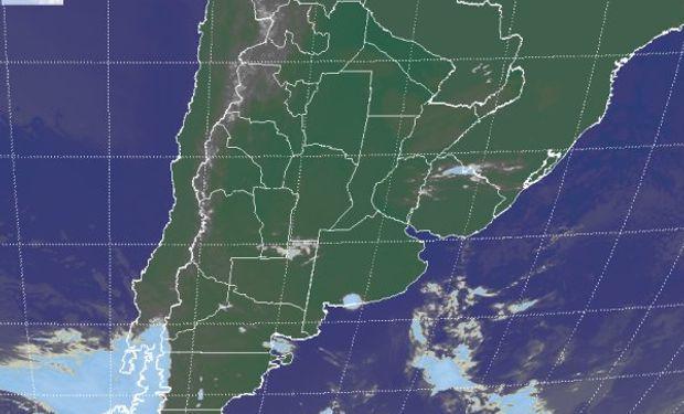 La foto satelital responde a la presencia del sistema de alta presión sobre el continente, mostrando la persistencia de cielos con escasa nubosidad.