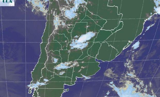 La foto satelital presenta tormentas que se están desarrollando en una zona que puede considerarse sensible por los acumulados pluviales muy abundantes recibidos en enero.