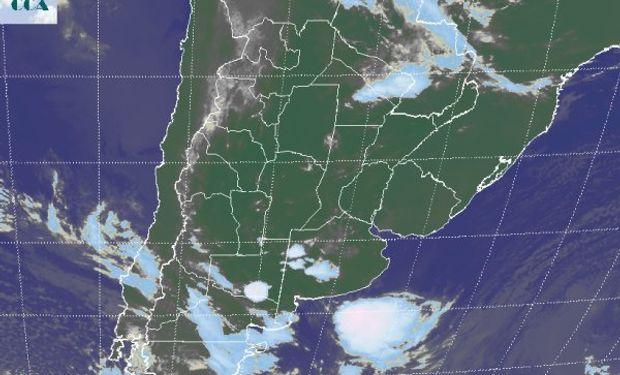 La foto satelital muestra algunas tormentas que anticipan un período de inestabilidad que se extendería sobre gran parte de BA y LP .