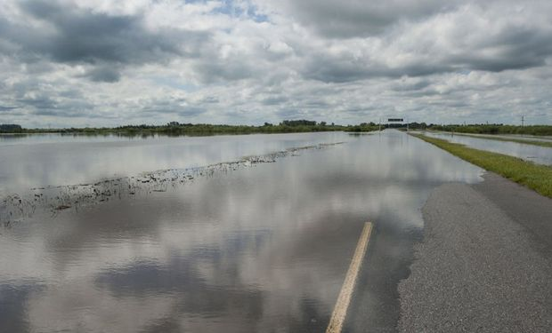 Las intensas lluvias inundaron rutas, caminos y calles en Santa Fe y Córdoba. Foto: LA NACION / Marcelo Manera