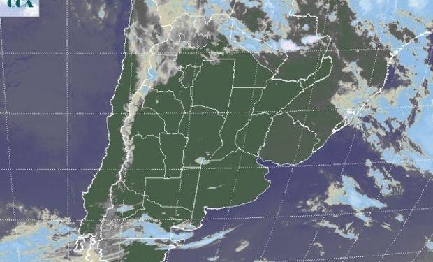 En la imagen satelital puede apreciarse un importante de despliegue de cielos con escasa cobertura nubosa.