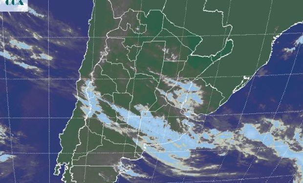 La foto del satélite GOES, define claramente la zona frontal.