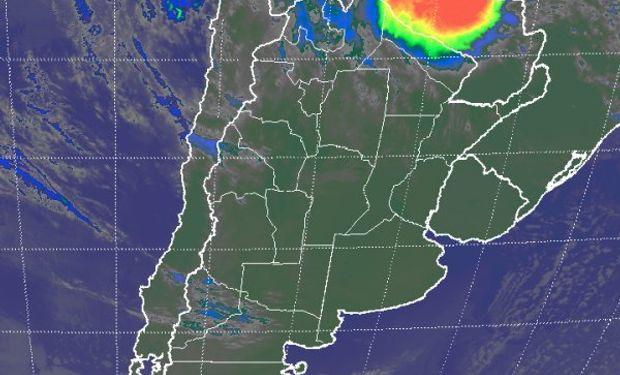 En el recorte de imagen satelital, se aprecia gran parte de la región pampeana, la Mesopotamia, los estados del sur de Brasil y Uruguay.