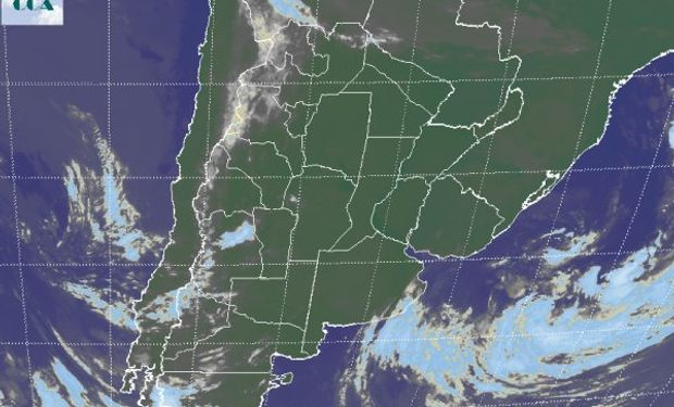 La foto satelital muestra un vasto despliegue de cielos despejados, el cual se extiende a las vecindades de las áreas agrícolas de los países limítrofes.