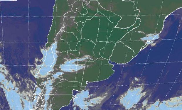 La foto satelital, presenta el avance de algunas perturbaciones sobre el oeste de la franja central.