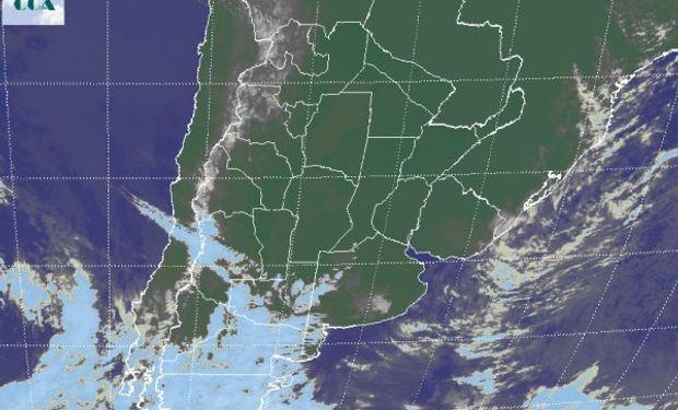 La foto satelital presenta el avance de un sistema frontal que ya genera vastas coberturas nubosas en la Patagonia.