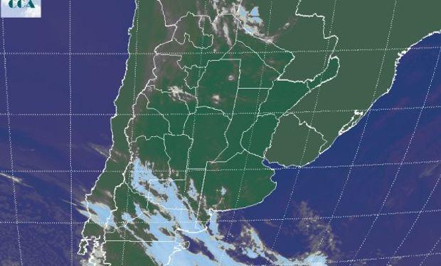 La foto satelital confirma el avance de la zona frontal desde la región patagónica.