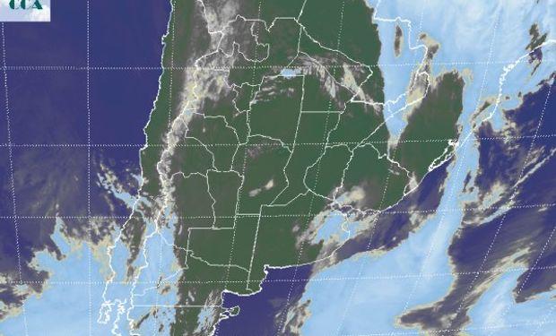 En el recorte de imagen satelital, se aprecia el avance del buen tiempo desde el oeste.