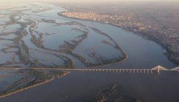 Doble impacto de las lluvias: luego de tocar mínimos históricos, se recupera la altura del río Paraná