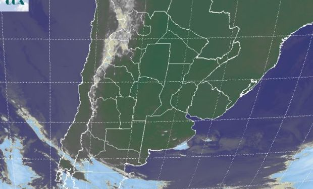 La foto satelital permite observar cómo se mantiene un vasto sector del sudeste de Sudamérica dominado por cielos despejados.