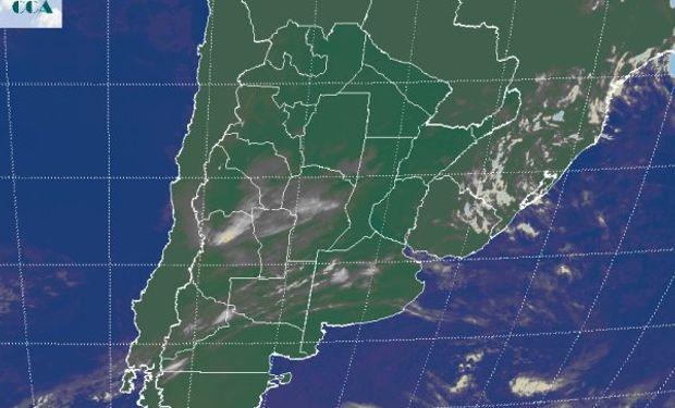La foto satelital muestra el avance desde el centro oeste de una perturbación que genera coberturas de nubes bajas y medias sobre la franja mediterránea.