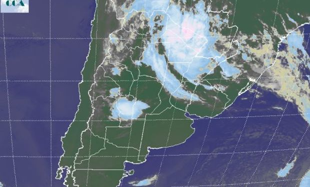 La foto satelital presenta con claridad la diferenciación norte sur que se concreta en el comienzo de la jornada de hoy.