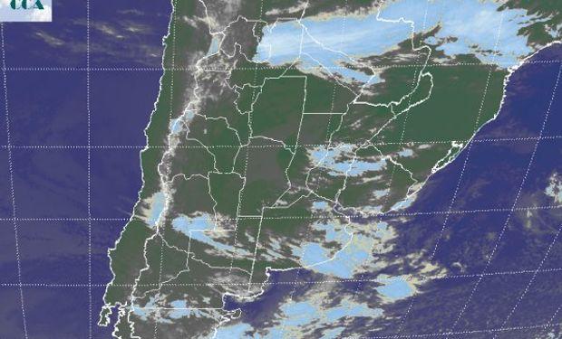 La foto satelital muestra cielos con coberturas muy desorganizadas.