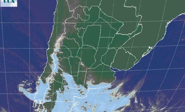 La foto satelital presenta una perturbación transitando la Patagonia.