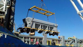 Llegaron 8 locomotoras y 21 vagones más para la línea San Martín