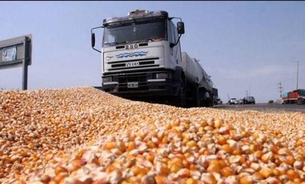 El grueso de la producción argentina se traslada en camiones