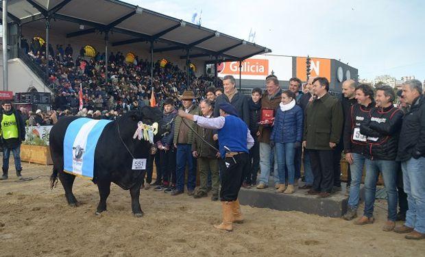 Macri y Etchevehere recorrieron la Exposición Rural en su edición 2018