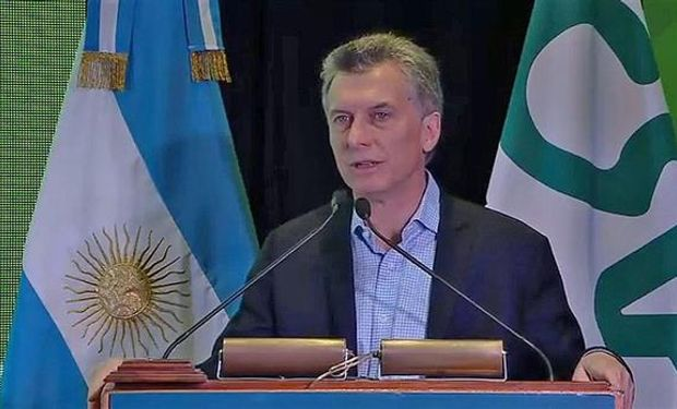 """Macri, sobre la crisis frutícola: """"Nos demanda usar los recursos del Estado para sacarlos de ese lugar""""."""