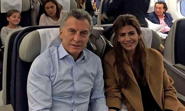 Acompañado por su esposa, Juliana Awada , y en vuelo de línea, el presidente Mauricio Macri partió ayer hacia Holanda.