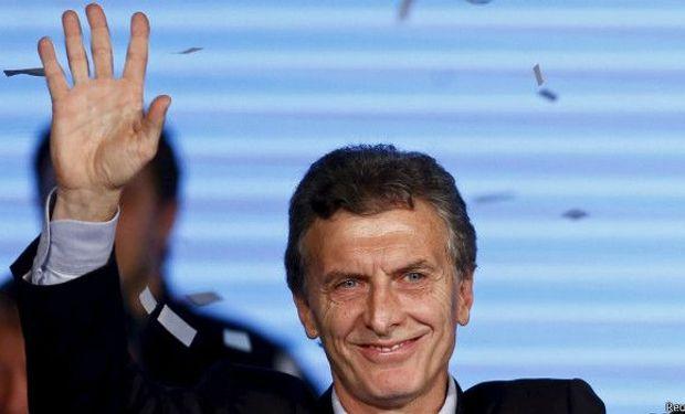 Debido a la pelea por el traspaso, no estará Cristina Kirchner, que anoche tuvo una multitudinaria despedida en Plaza de Mayo