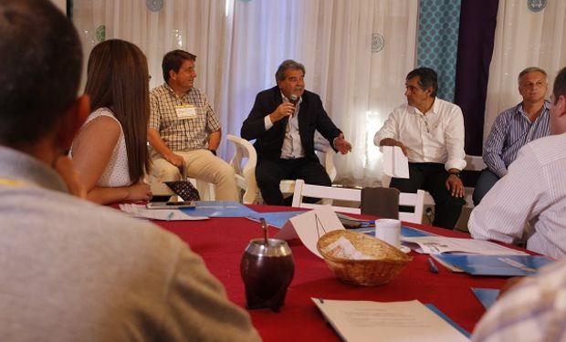 Apoyan y colaboran INTA, AAPRESID, MAIZAR, CREA y el Ministerio de Servicios Públicos.
