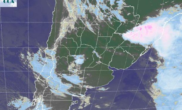 La foto satelital presenta como en las últimas jornadas un importante grado de actividad sobre la provincia de Misiones.