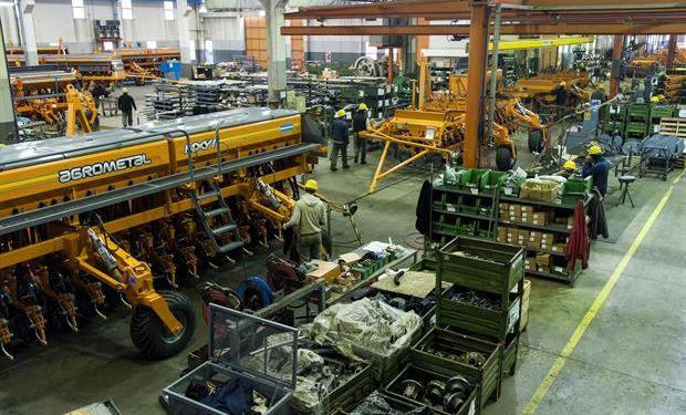 En Monte Maíz, en el sudeste de Córdoba, está la mayor fábrica de sembradoras del país. Foto: Marcelo Manera