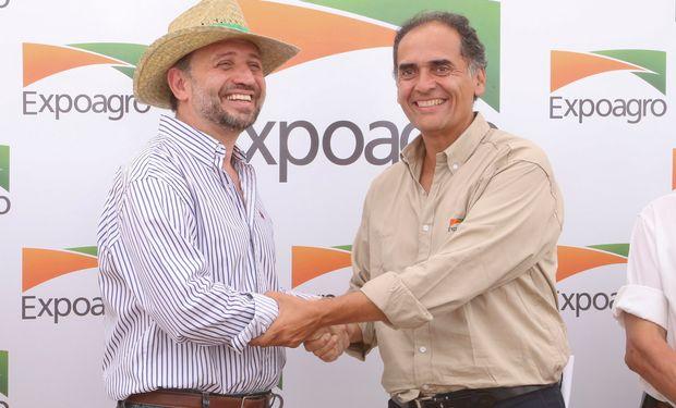 Gustavo Marangoni, titular del Banco Provincia, y Rodrigo Ramirez, gerente general de Expoagro, en el cierre de Expoagro 2015.