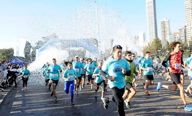 Más de 1.600 corredores se acercaron al Monumento de la Bandera.