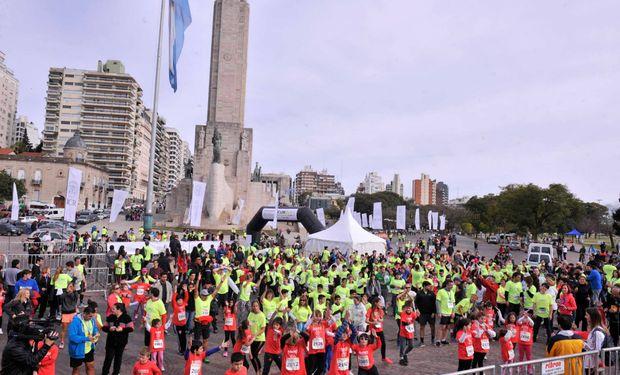 El Monumento a la Bandera fue el escenario elegido para la largada de la Maratón.