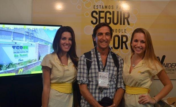 Marcelo Palese, División Nutrientes y Protección de Cultivos, en el stand de Nidera en el Simposio de Fertilidad 2015.