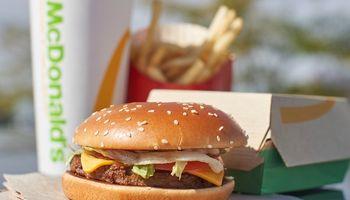 McDonald's lanza su propia hamburguesa a base de plantas