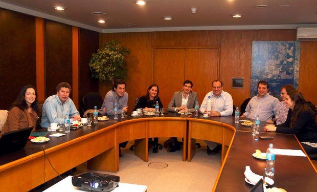 Parte del gabinete de la Secretaría de Agricultura, Ganadería y Pesca de la Nación durante la reunión.