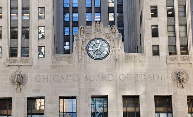 Soja y maíz, con bajas en Chicago