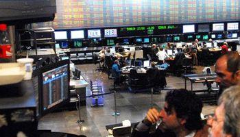Furor en mercados: Bolsa trepó 5,5%; riesgo-país se hundió 4,8%