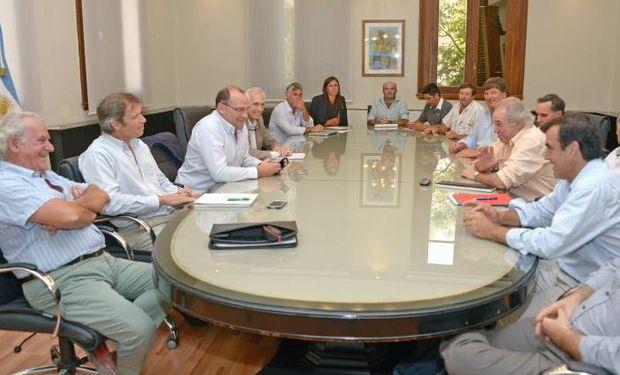 Funcionarios de la Cartera Nacional junto a integrantes de la Mesa Arrocera.
