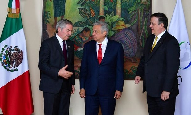 Felipe Solá junto al presidente de México José Manuel López Obrador.