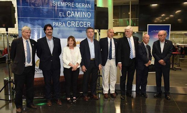 Las cadenas de valor Acsoja, Argentrigo, Asagir y Maizar; secretario de Agroindustria, Luis Etchevehere; ministra de Producción de Santa Fe, Alicia Ciciliani.
