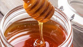 Prohíben la comercialización de una marca de aceite de oliva y de miel por ser ilegales
