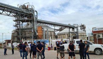 Mientras continúa el paro, la industria aceitera y los trabajadores negociarán ante el Ministerio de Trabajo