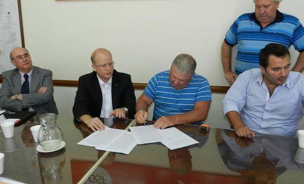 Entrega de créditos a productores del sector porcino.