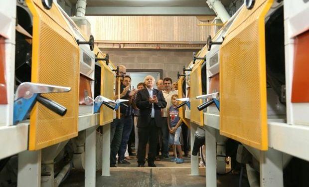 El gobernador Lifschitz en la inauguración de la nueva planta molinera en Alcorta. (FOTO: twitter @Clara García_MR, Diputada FCyS)
