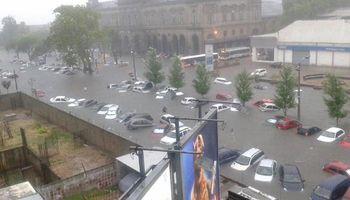 Montevideo, bajo el agua: sufrió la peor lluvia en 50 años